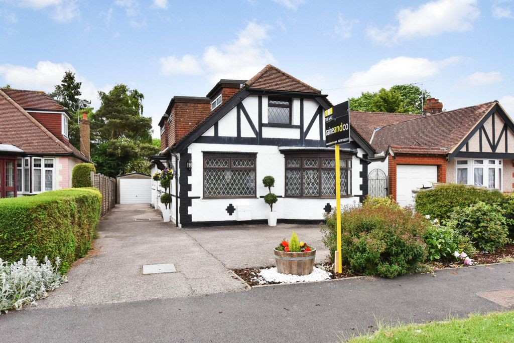 Oakroyd Avenue  Potters Bar  EN6