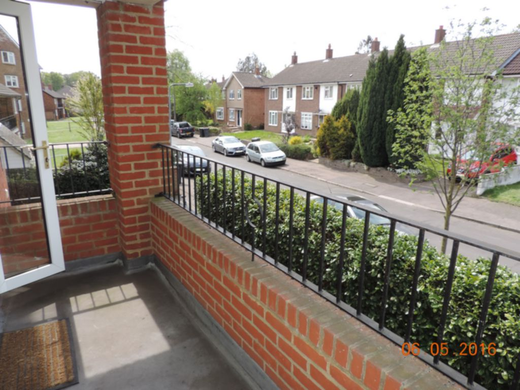 Photo 1, Hornbeam Road, Buckhurst Hill, IG9