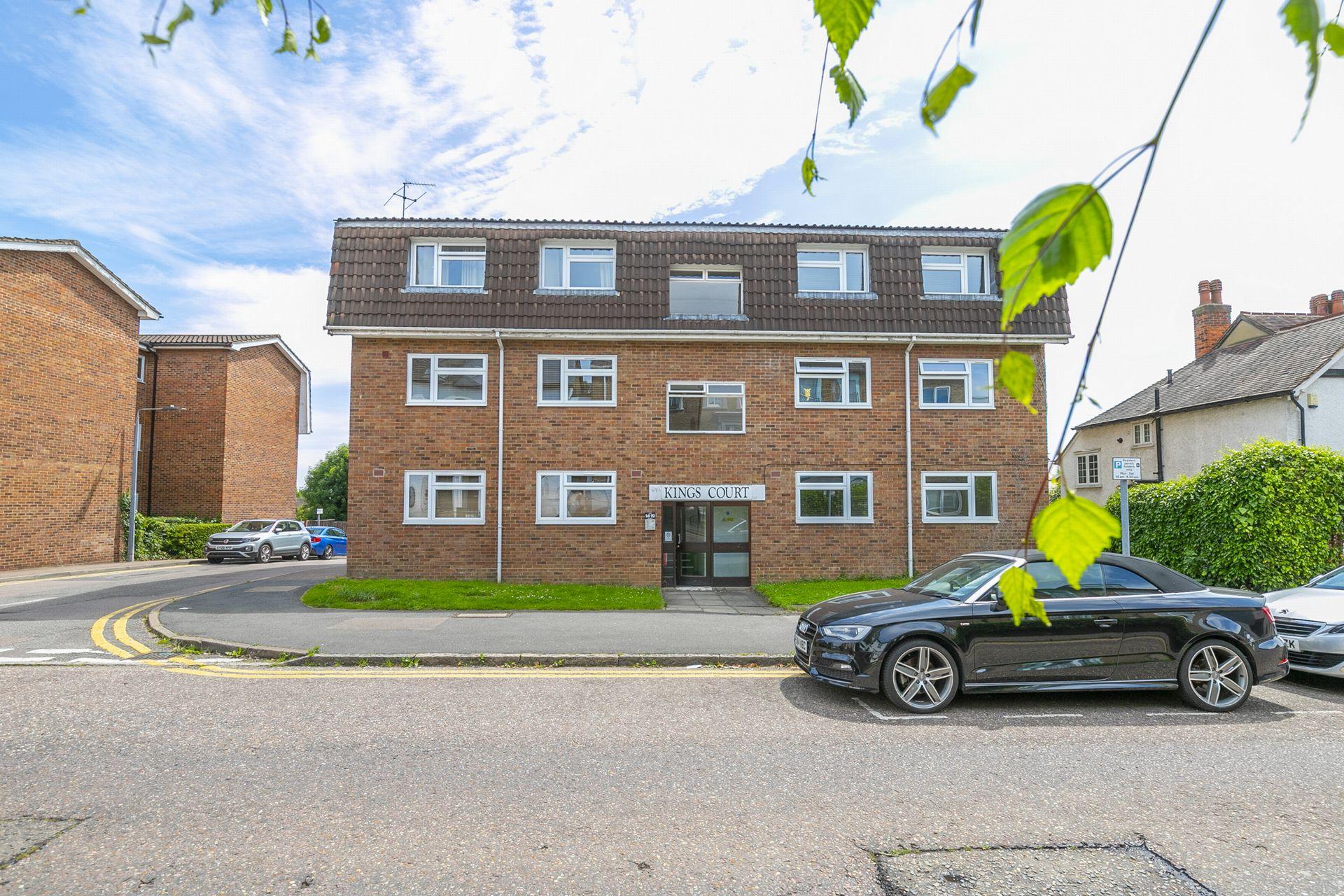 Kings Avenue  Buckhurst Hill  IG9