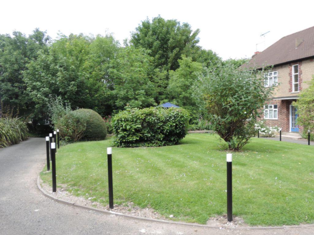 Palmerston Road  Buckhurst Hill  IG9