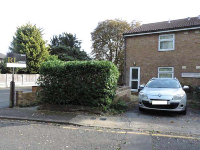 Photo 3, Craig Gardens, South Woodford, E18