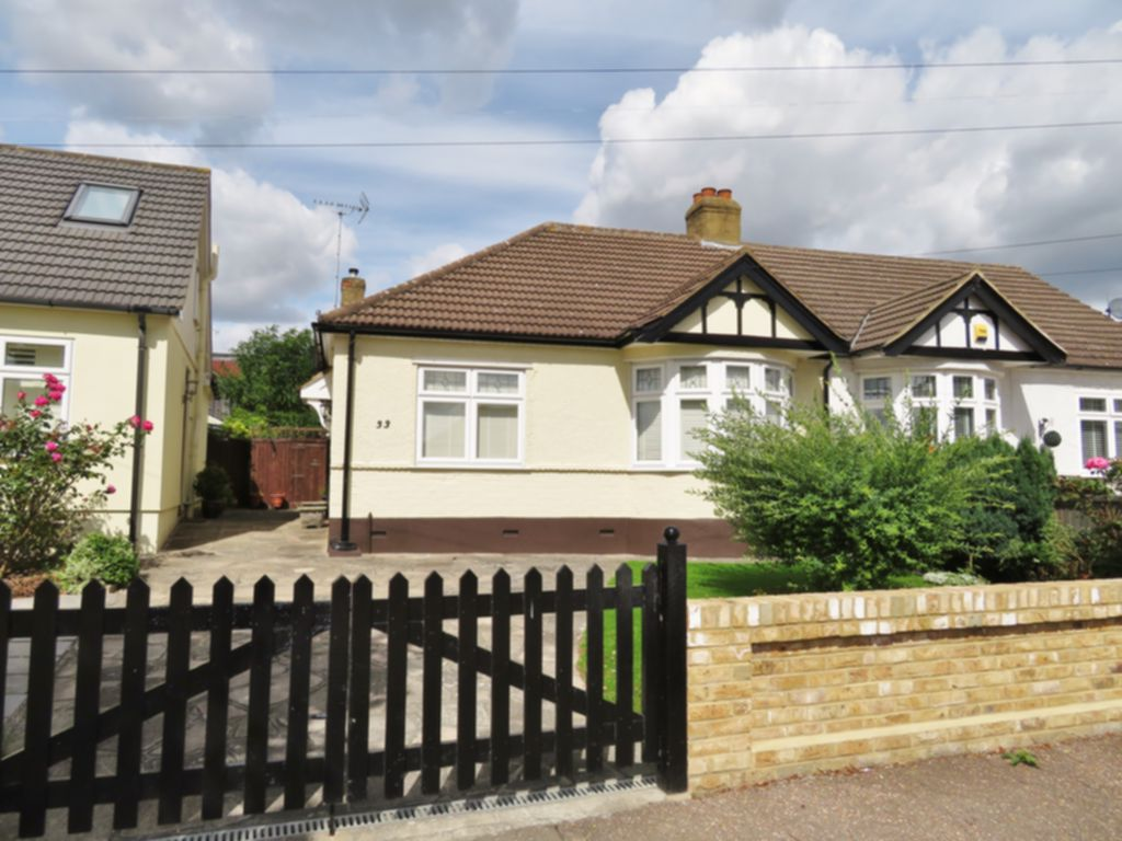 Photo 2, Hawthorn Road, Buckhurst Hill, IG9