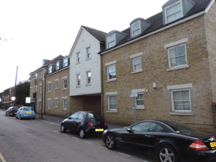 Photo 1, Kings Avenue, Buckhurst Hill, IG9
