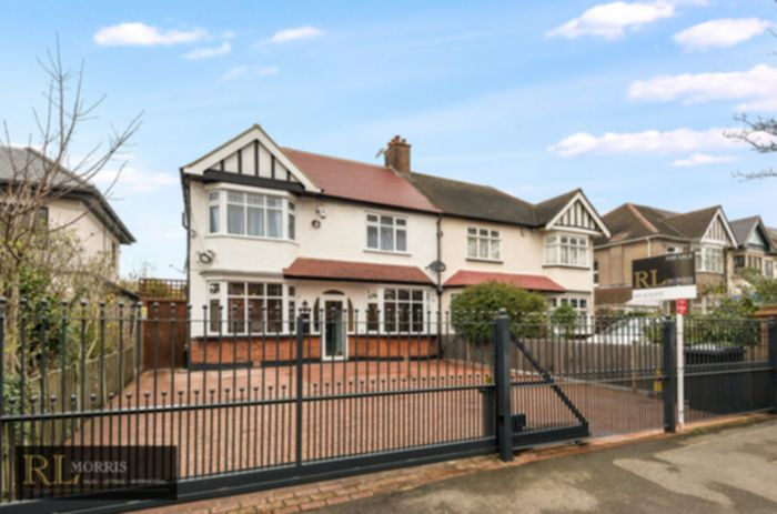 Photo 1, Malford Grove, South Woodford, E18