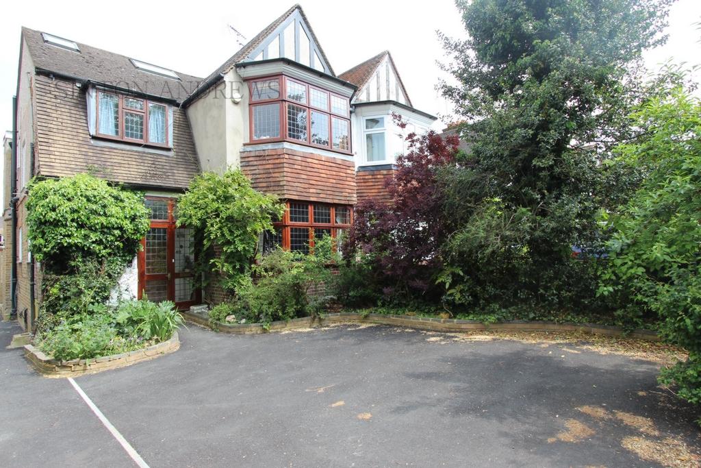 Kent Gardens  Ealing  W13