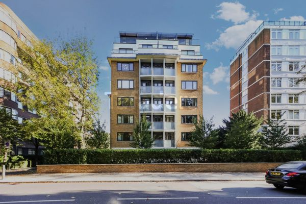 Photo 11, Queen's Court, Finchley Road, St John's Wood, NW8
