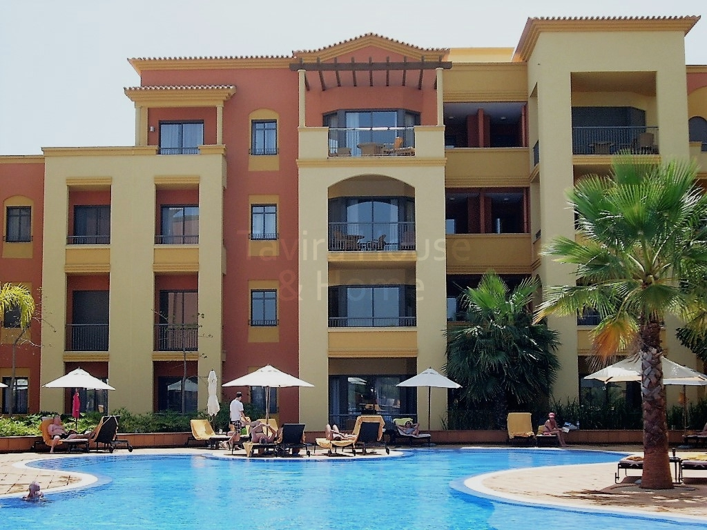 A0425 - 2 Bedroom Apartment Overlooking Pool  Vilamoura  Portugal