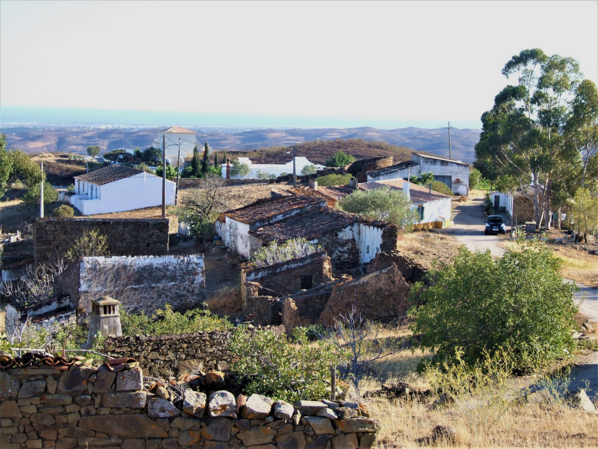 P0568 - A Hilltop Plot on the Edge of An Old Village  Tavira  Portugal