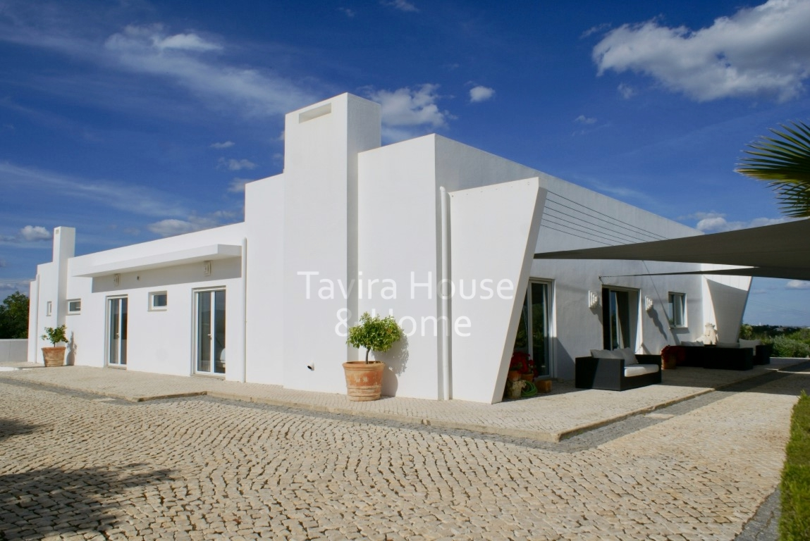 V0590 - 4 Bedroom Villla with Pool and Sea Views  Tavira  Portugal