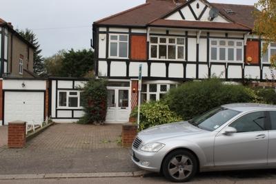 Photo 1, Chalgrove Crescent, Clayhall, IG5