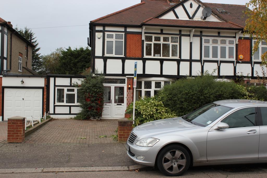 Chalgrove Crescent  Clayhall  IG5