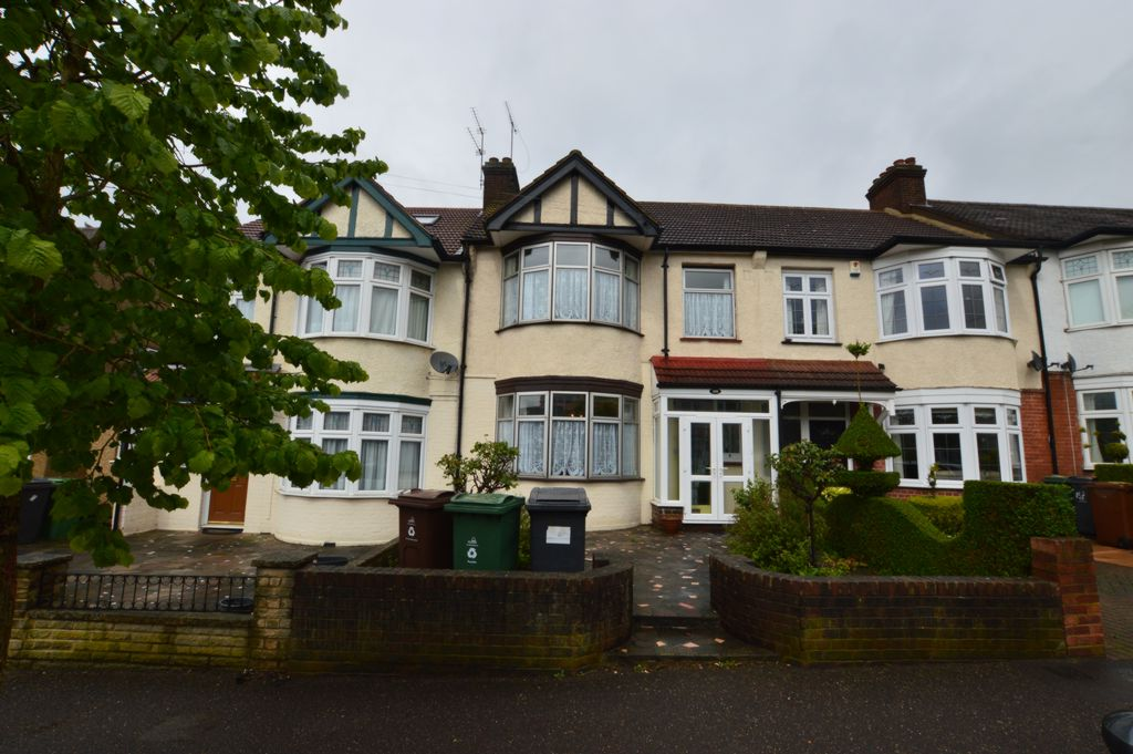 Normanshire Drive  Chingford  E4