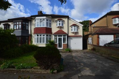 Photo 1, Byron Avenue, South Woodford, E18